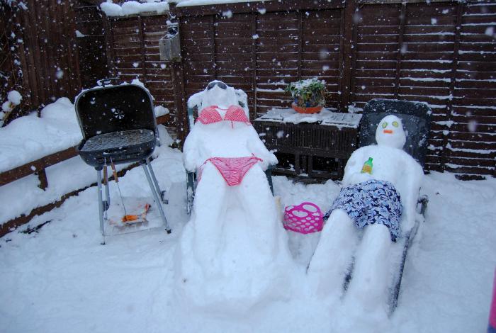 Снеговики на курорте.