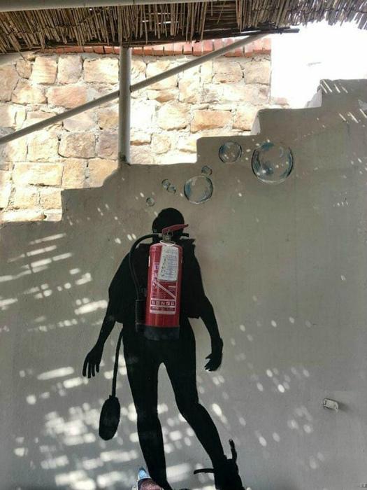 Оформление огнетушителя. | Фото: Caak.mn.