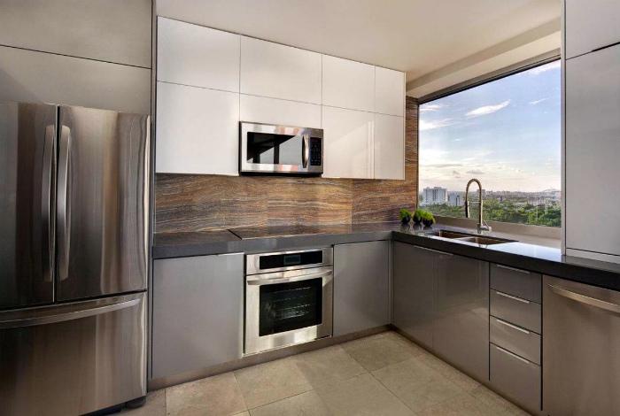 Маленькая кухня в футуристическом стиле.