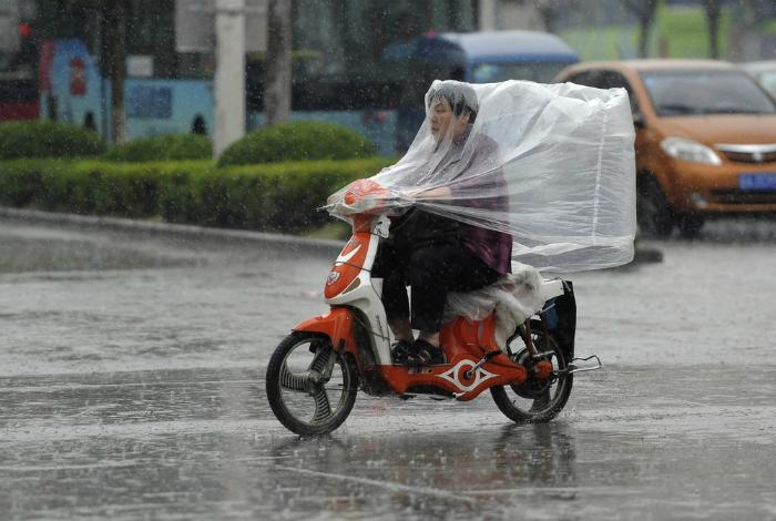 Эффектный дождевик.