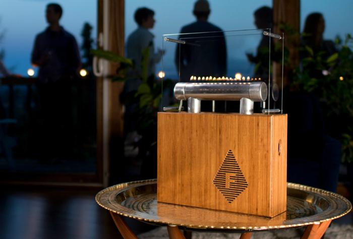 Портативная колонка Fireside Audiobox.