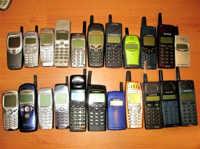Первые мобильные телефоны, которыми могли похвастаться только очень обеспеченные люди.