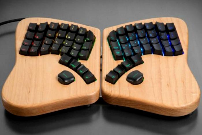 Клавиатура-бабочка Keyboardio.