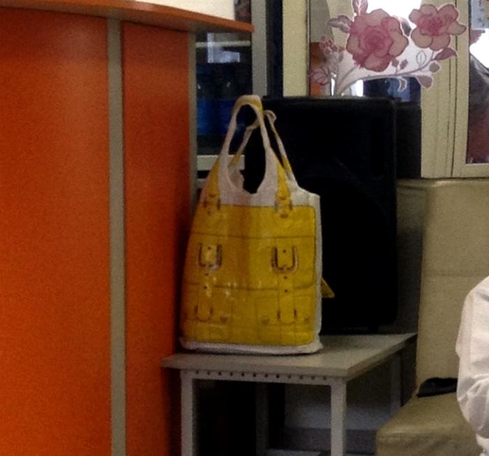 Пакет, который прикидывается сумкой.| Фото: Вгору.