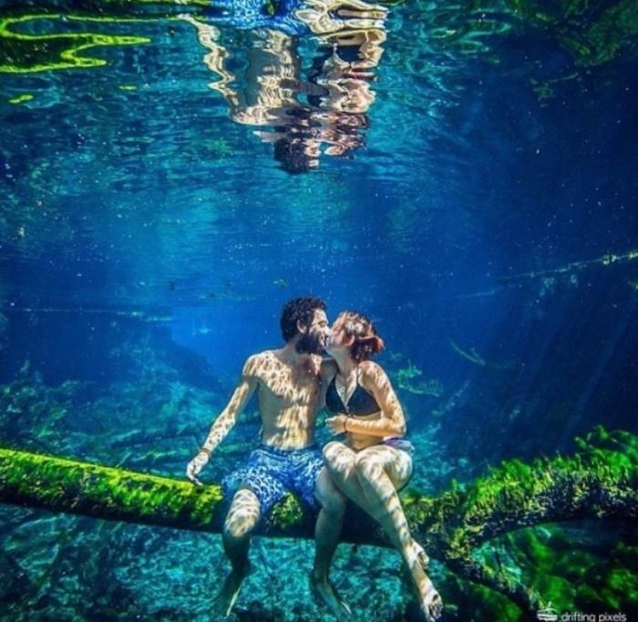 Подводный снимок с любимой девушкой.