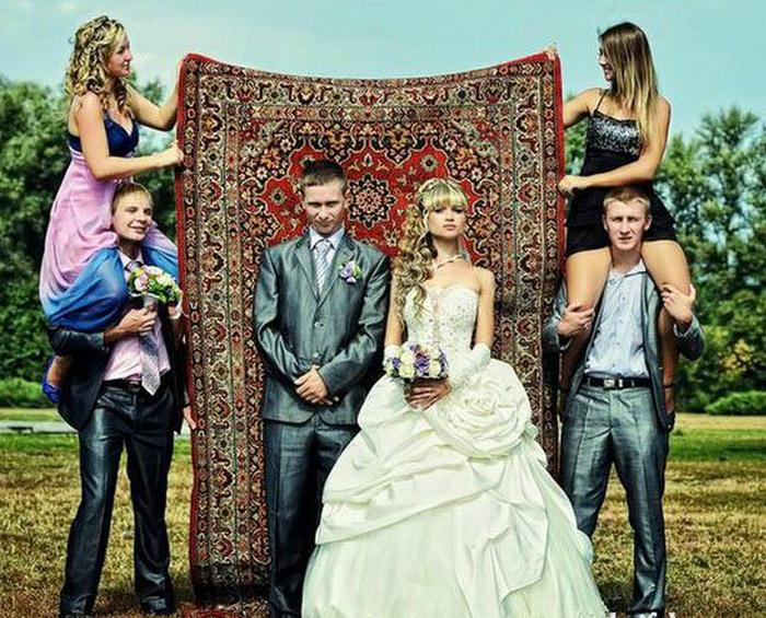 Свадебное фото на фоне любимого ковра.