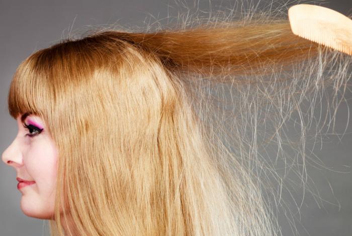 Электризующиеся волосы.
