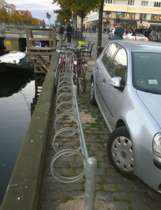 Абсурдная парковка.