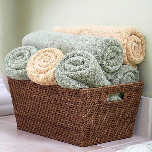 Хранение полотенец в маленькой ванне.| Фото: Яндекс.