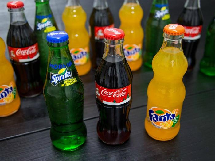 Сладкие газированные напитки, в частности Кока-Кола и Пепси.