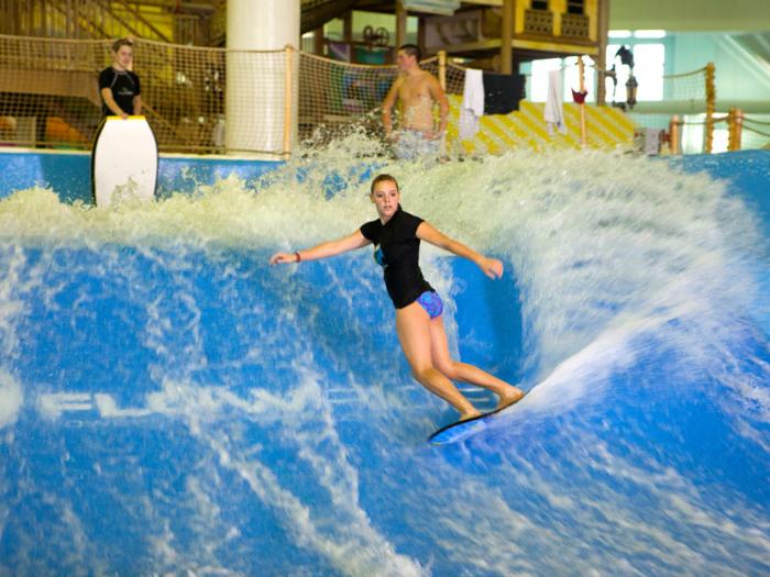 Крытый аквапарк расположен в центре горного курорта Boyne Mountain Resort. В круглый год работает множество детских аттракционов, горок для для взрослых, бассейнов с теплой водой и симуляторов для занятий серфингом.