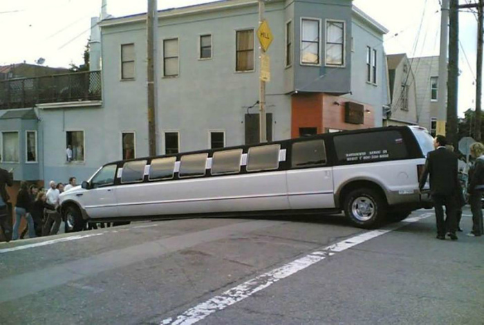 Арендованный лимузин.