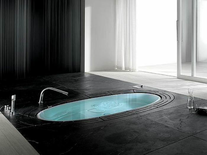 Черно-белая купальня.