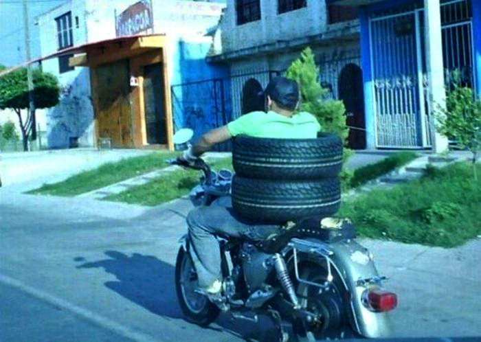 Странный мотоциклист.