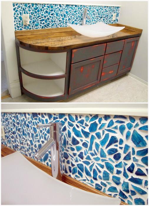 Декор фартука керамической мозаикой.