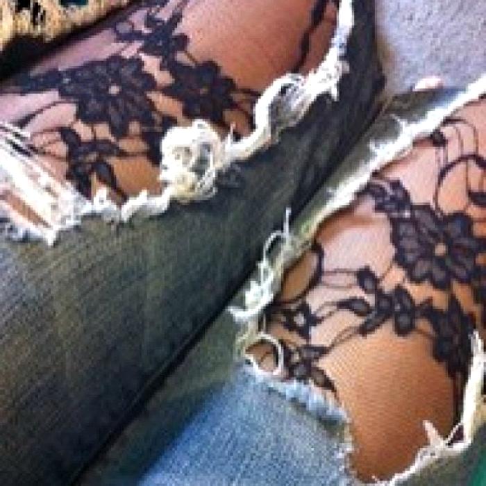 Колготки под рваные джинсы.