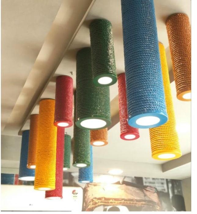 Разноцветные светильники. | Фото: Simplified Building.