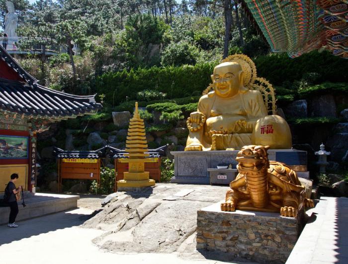 Буддийский храм Хедон Енгунса в Пусане.