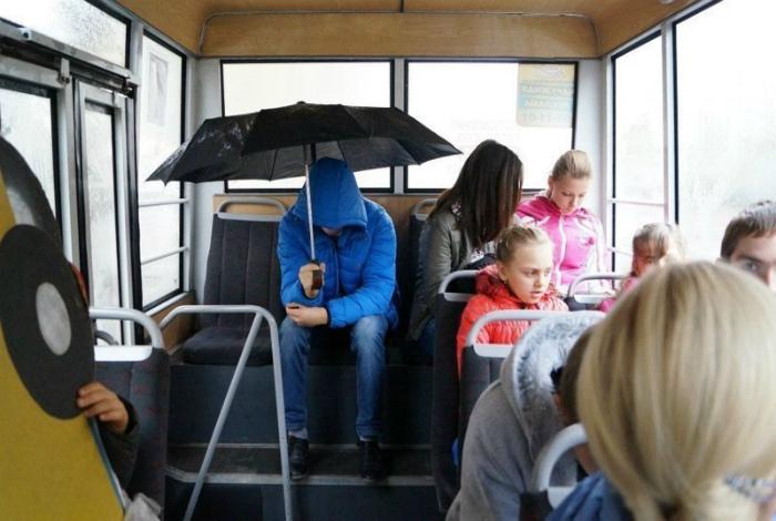 «Я просто не умею сворачивать зонт!»