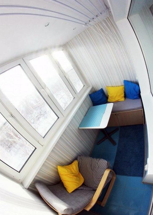 Мягкая мебель на балконе. | Фото: Dorgio.mn.