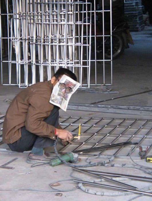Защитная маска из газеты. | Фото: Pinterest.