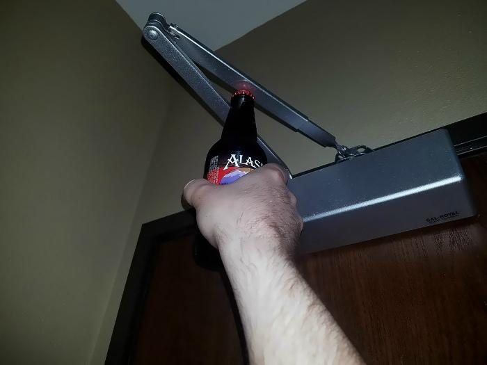 Открывалка для бутылок. | Фото: Pi Queen.