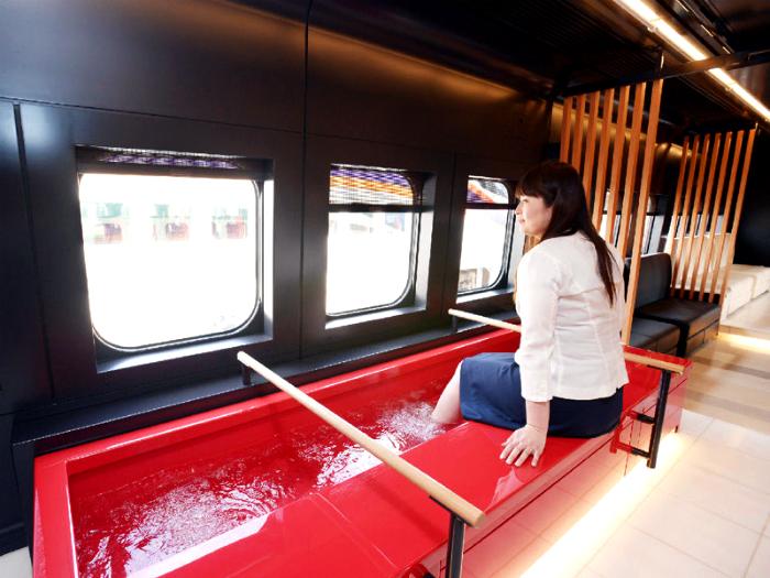 Поезд с ванной для ног.