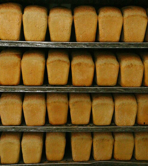 Магазинный хлеб.