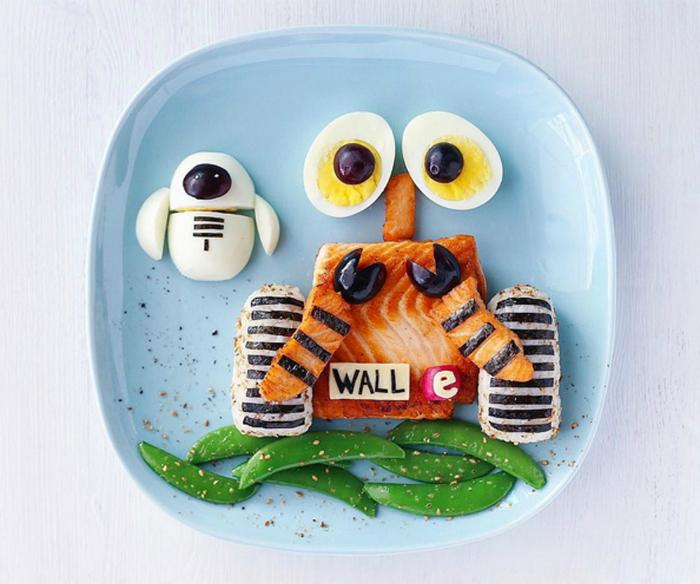 Персонажи мультфильма «ВАЛЛ-И», сделанные из рыбы, яиц, оливок и гороха.