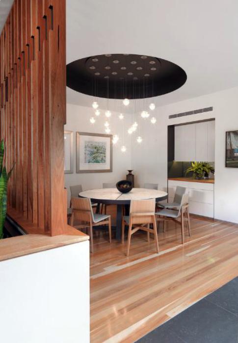 Навесной потолок с контрастной нишей.