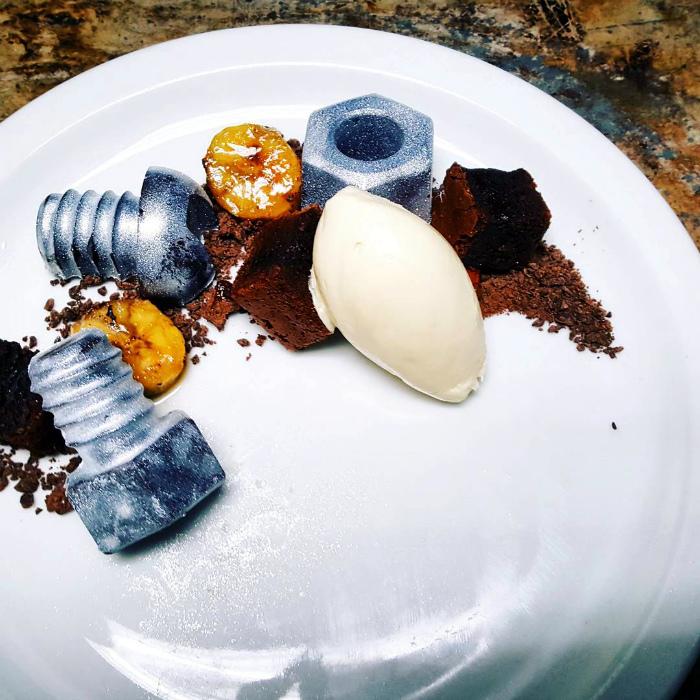 Шоколадные гайки и болтики.