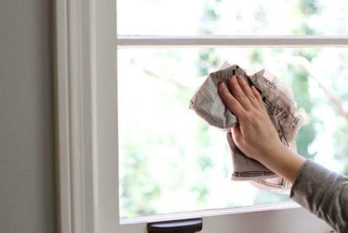 Использовать газеты для мытья окон.