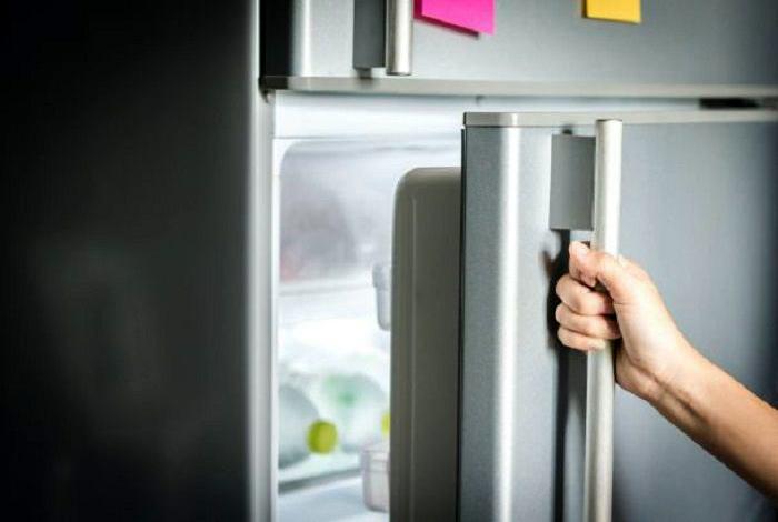 Ручка холодильника. | Фото: Омутнинские Вести+.