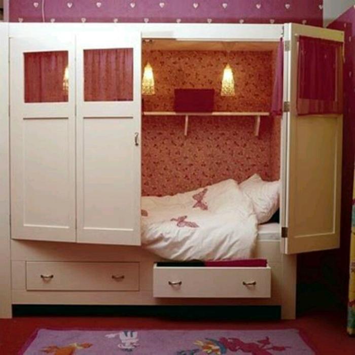 Спальное место в шкафу.