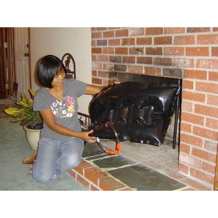 Если вы живете в доме с камином или печью, не забывайте закрывать дымоход каждый раз, когда не пользуетесь печью, чтобы холодный воздух не проникал в дом.
