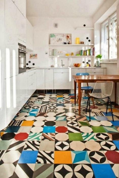 Плитка в стиле пэчворк в интерьере кухни.