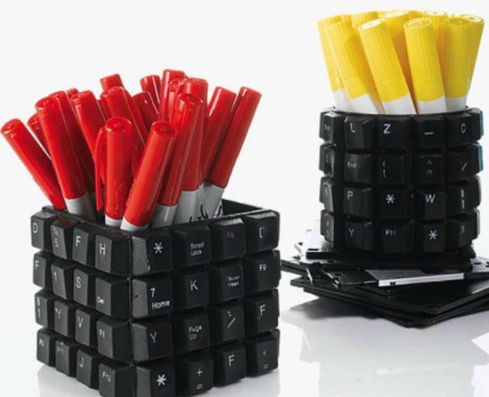 Подставки из клавиатуры.