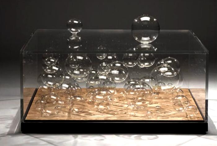 Журнальный стол с пузырьками.