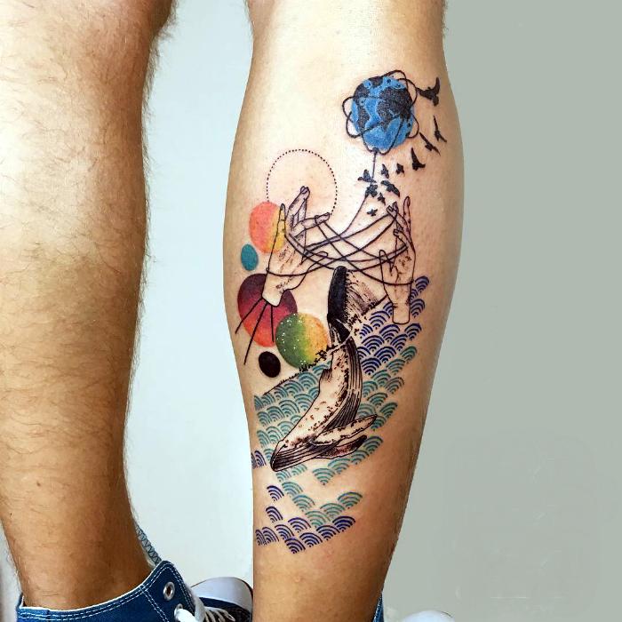 Татуировка в стиле сюрреализм.