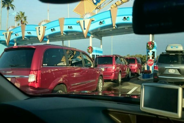 Это что, флешмоб красных автомобилей!?