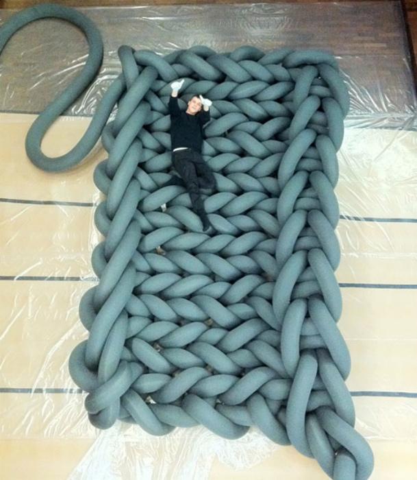 Вязанная кровать.