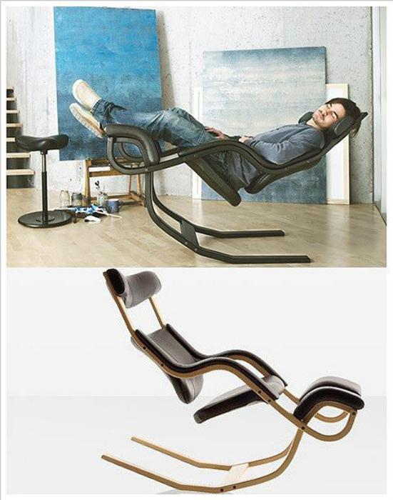 Кресло-трансформер, которое может принимать несколько положений.