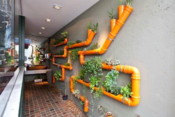Вертикальный сад в ПВХ-трубах.