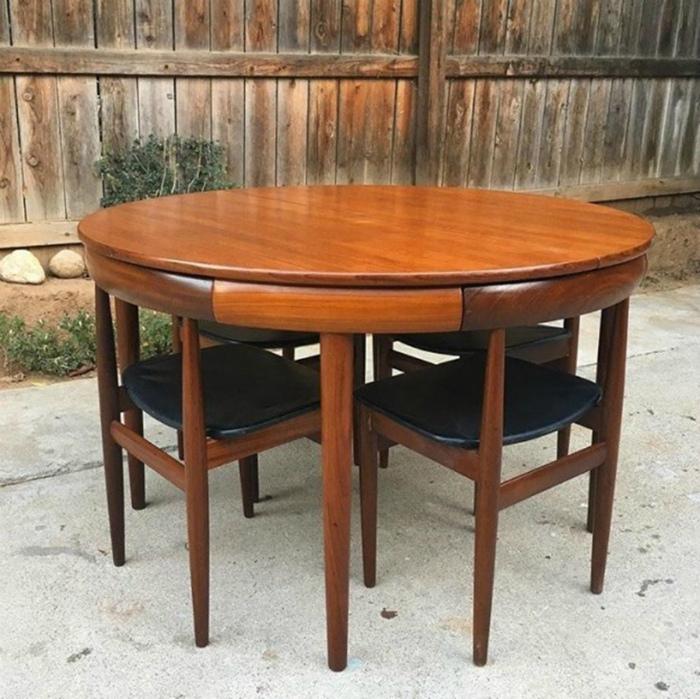 Круглый стол со стульями. | Фото: o2.