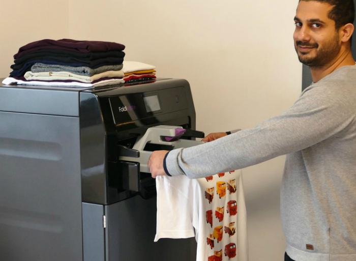 FoldiMate - устройство для складывания одежды. | Фото: Компьютерра.