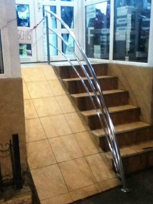 «Инвалиды и мамочки с колясками, добро пожаловать в наш магазин!»