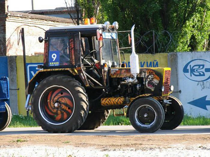 Дерзкий трактор.