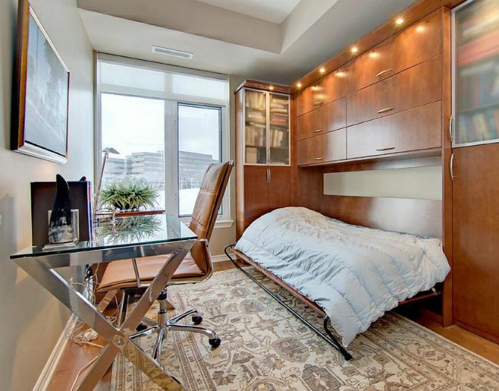 Конструкция с откидной кроватью в классическом стиле.