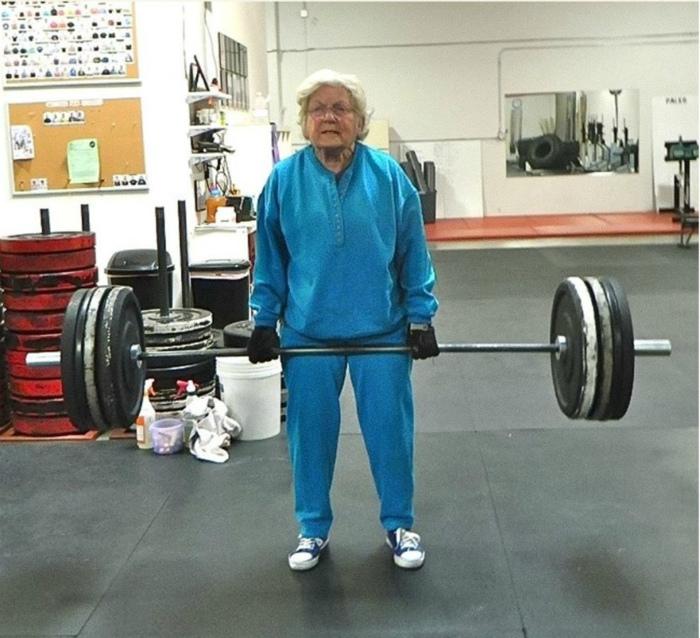 Кто сказал, что старики слабые? | Фото: Shareably.