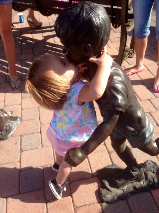 Страстный поцелуй.